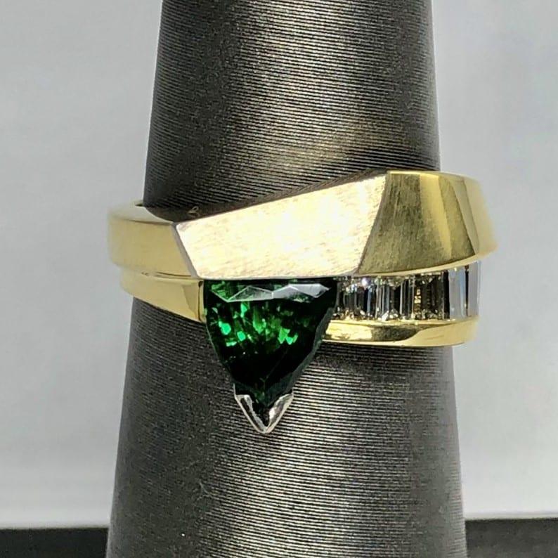Green tourmaline, diamonds, 18kt, platinum